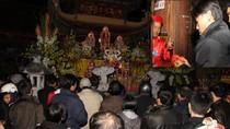 """""""Độc nhất"""" lễ hội phát lương lúc nửa đêm ở đền Trần Thương (Hà Nam)"""