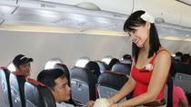 """Khách hàng phàn nàn với cách phục vụ """"tiết kiệm"""" của VietJet Air"""