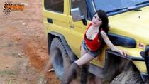 Hot girl Việt mặc gợi cảm 'thuần phục' xe địa hình