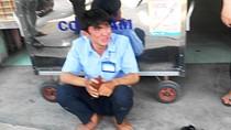 Bị trộm xe máy ngay trước mặt, nam sinh viên bật khóc nức nở