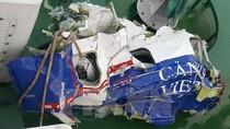 Ảnh: Các vật thể, mảnh vỡ của máy bay CaSa-212 thu được trên biển