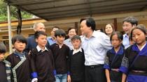 Bộ trưởng Nhạ thăm thầy trò vùng lũ Mù Cang Chải