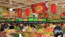 Mùng 3 Tết, siêu thị tấp nập khách mua hàng giảm giá
