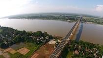 Quy hoạch hai bờ sông Hồng nên rút kinh nghiệm từ đường sắt trên cao!