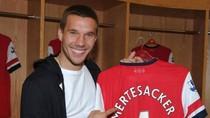 Lukas Podolski bảnh bao ngày ra mắt Arsenal