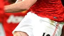 'Soi' vết sẹo dài trên đùi Wayne Rooney