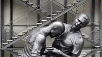 Cận cảnh bức tượng 'Thiết đầu công' kinh điển của Zidane