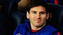 Messi mỉm cười trên ghế dự bị nhìn Barca chịu trận