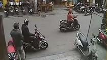 Clip: Thanh niên ăn mặc bảnh bao trộm xe AirBlade giữa phố HN