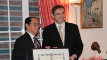 Trao Huân chương Bắc đẩu Bội tinh cho nguyên Đại sứ Việt Nam