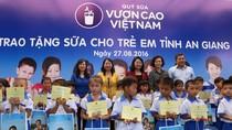 Vinamilk trao tặng 111.000 ly sữa cho hơn 1.200 trẻ em tỉnh An Giang