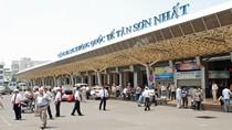 Chậm chuyến do Tân Sơn Nhất quá tải, sao dồn hết lên các hãng hàng không?