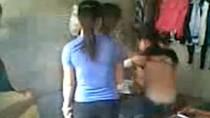 Hành vi lột áo bạn của nhóm nữ sinh có thể bị xử lý hình sự