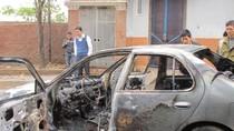 Hà Nội: Ô tô Nissan cháy giữa đường