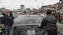 Hà Nội: Xe Mercedes bốc cháy trên cầu Chương Dương