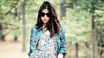 Trổ tài stylist: Mang váy hè sặc sỡ vào thu cùng áo demin