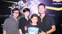 Vợ thứ hai lần đầu sánh bước cùng MC Anh Tuấn đi xem phim