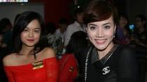Trang Nhung mặc áo đen... 'trong suốt'