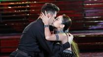 Choáng: Minh Hằng kề môi hôn thật bạn diễn bước nhảy hoàn vũ