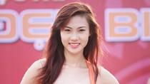 Bùi Hà Anh: Từ nóng bỏng bikini tới khoảnh khắc e ấp... giữ váy