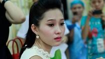 Hoa hậu Thu Thảo đỏ hoe mắt thương em nhỏ bệnh tật