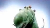 Thêm nhiều clip quảng cáo rùng rợn của nước tẩy rửa Vim