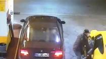 Clip: Tên trộm cạy khóa ô tô bên đường để khoắng đồ lúc 2h sáng