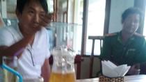 Độc giả đòi đóng cửa nhà hàng Việt không tiếp... người Việt