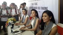 3 hoa hậu Việt Nam đội nắng ký tặng sách cho hàng ngàn sinh viên