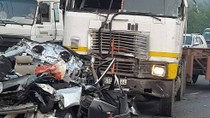 Khởi tố vụ án, bắt tạm giam tài xế xe đầu kéo gây tai nạn làm 5 người chết