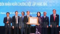 Trường Đại học Ngân hàng TP.Hồ Chí Minh đón nhận Huân chương Độc lập hạng nhì
