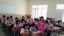 Cô giáo trẻ ở Sài Gòn phát khóc vì mỗi năm trong trường có... 20 cuộc thi