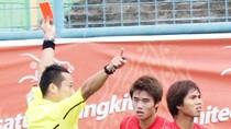 Đá sau Lamnao Singto, Long Giang nhận thẻ đỏ trực tiếp