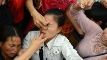 Lễ hội và sự xấu xí của không ít người Việt