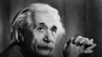 """Vì sao Albert Einstein nói """"sự ngu xuẩn của Con người là không có giới hạn""""?"""