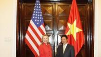 Hillary Clinton tiết lộ sách lược Biển Đông, sớm liên hệ với Việt Nam