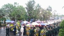 Trời Quảng Bình tuôn mưa, hàng ngàn người viếng Đại tướng từ sáng sớm