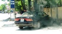 Chủ tịch ủy ban thị trấn sử dụng xe ô tô biển số giả