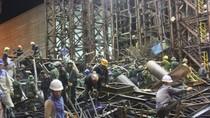 Vụ sập giàn giáo tại Hà Tĩnh: 2 nạn nhân vẫn đang mắc kẹt trong đống đổ nát