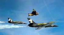 'Người bay Thụy Sĩ' đua với 2 chiến cơ giữa trời