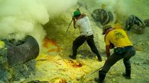 Cận cảnh quá trình khai thác lưu huỳnh độc hại của người dân Indonesia