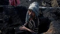 Cận cảnh quá trình đóng gạch đen của người dân nghèo Ấn Độ