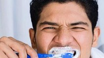 """Những thói quen vô tình """"tàn phá"""" răng miệng của bạn"""