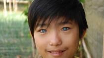 Cậu bé có đôi mắt như búp bê ở Đà Lạt