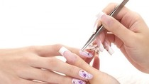 Cảnh báo: Nguy cơ lây nhiễm HIV khi dùng chung đồ làm móng tay