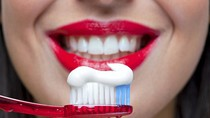 Những bí ẩn khủng khiếp bên trong kem đánh răng của gia đình bạn