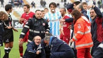 Sốc: Cầu thủ chết ngay tại sân, giải Serie A bị hoãn khẩn cấp