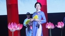 Hoa khôi FPT duyên dáng áo dài