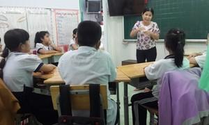 Cô Hiệu trưởng hơn 6 năm miệt mài chăm sóc, dạy dỗ trẻ câm điếc