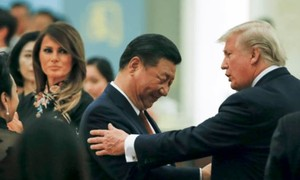 Ông Donald Trump xiết chặt 2 gọng kìm nhằm vào Trung Quốc
